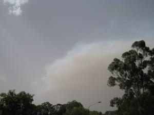 Dit was de rook die we zagen toen we uit het winkelcentrum kwamen gisteren