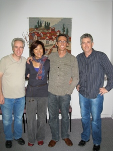 Eric, Suan Lee, Rex en HCJB Australie's directeur Dale Stagg