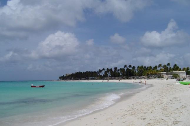 Het arubaanse strand